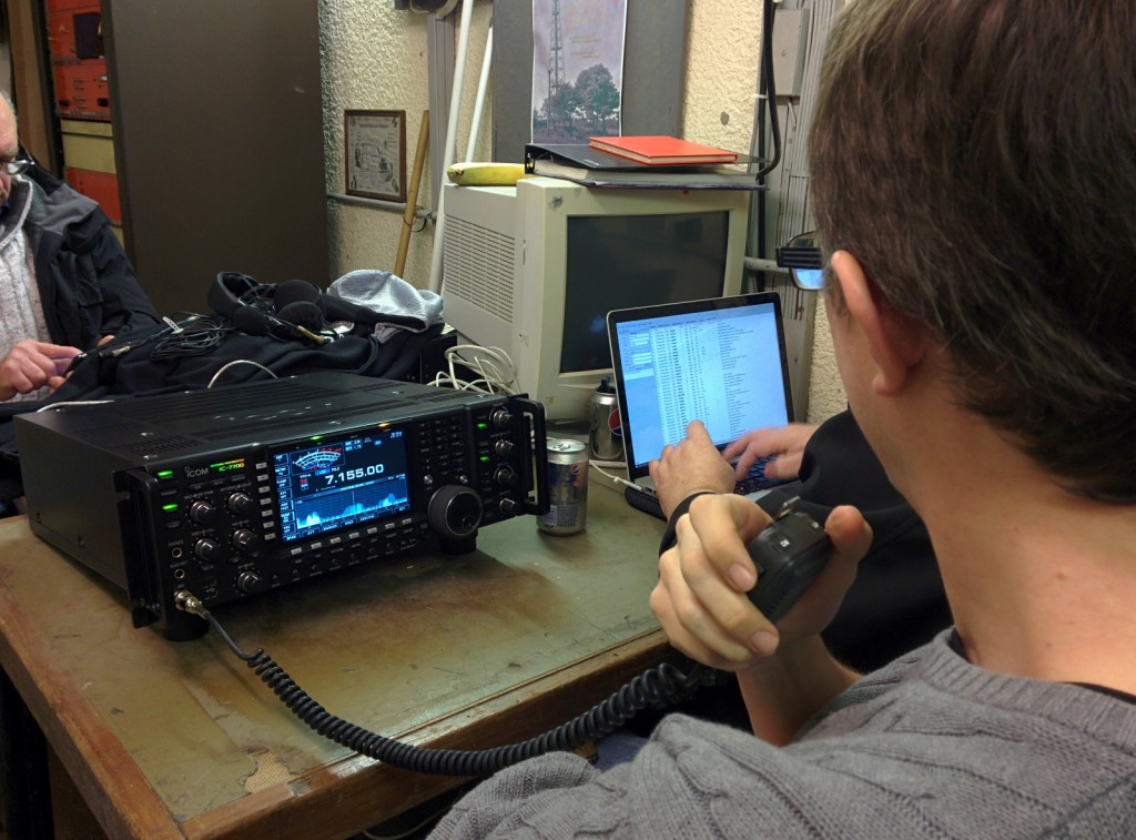 G7UVW operates while G8OCV logs
