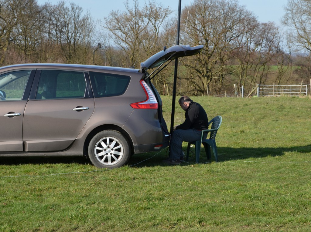 Dave M0TAZ operates top-band portable from his car boot with fishing rod antenna